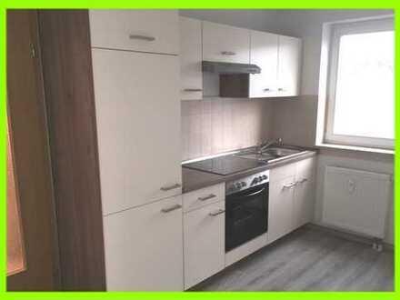 Moderne Single-Whg im 1.OG: Neue Einbauküche - Überdachte Terrasse - Bad mit Wanne und Dusche