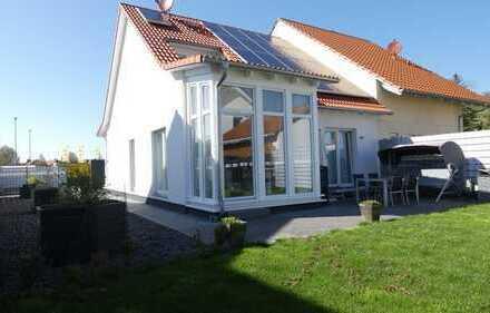 Moderne Doppelhaushälfte mit Einliegerwohnung