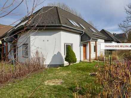 IMMOBERLIN: Sehr attraktives Doppelhaus in harmonischer Lage