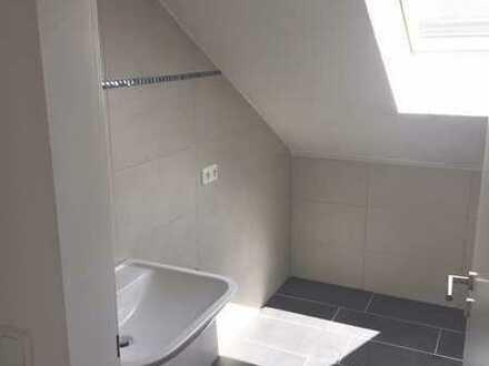 Schöne Dachgeschosswohnung mit großem Wohn-/Esszimmer