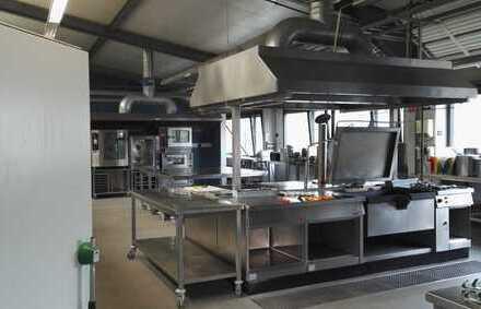 Sehr erfolgreich betriebene Catering-Großküche mit Lagerhalle zu verkaufen