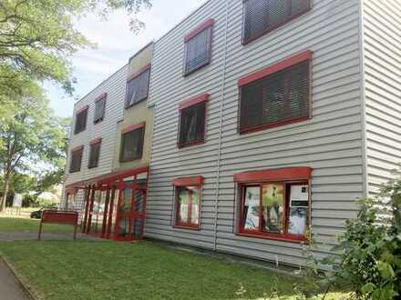 W 3 //Freiburg - Hochdorf // Bürofläche mit 410 qm Lager 150 qm und Wohnung 140 qm