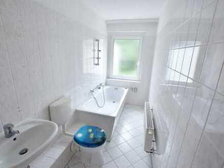 Tolle 2-Raum-Wohnung - Badezimmer mit Tageslicht und Wanne!!