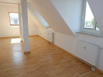 2,5 Monate kaltmietfrei !Wohnen im Dachgeschoss/ neue EBK möglich !