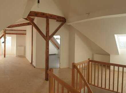Erstvermietung nach Komplettsanierung - Zwei Etagen und hohe Decken