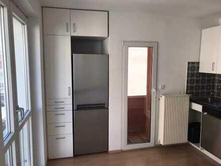Sehr schöne, helle 3-Zimmer-Wohnung mit EBK in Stuttgart Mitte