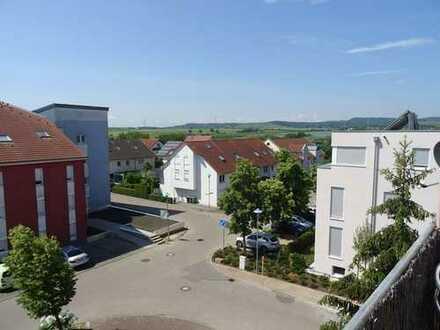 Dem Himmel ganz nah! Sonnige Dachgeschoss-Wohnung, EBK, Balkon, Garage
