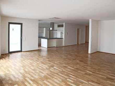 Schöne, sehr geräumige drei Zimmer Wohnung in Bühl