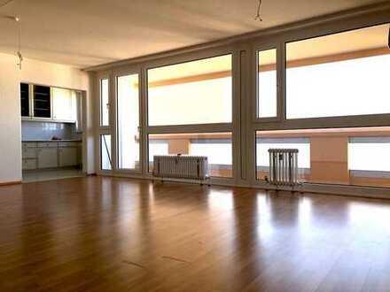 schöne 2- Zimmer Etagenwohnung mit wunderbarem Ausblick, Küche, Gäste WC und TG- Stellplatz