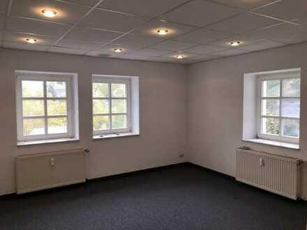 Erstbezug nach Sanierung: 3-Zimmer-Erdgeschosswohnung Alters-/Behindertengerecht in Zwönitz