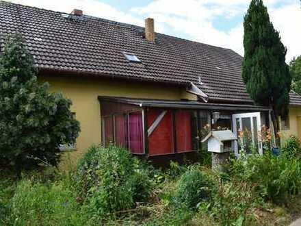 Bauernhaus auf idyllischem Grundstück