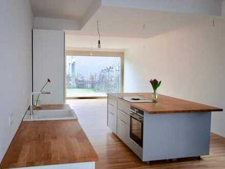 Zentrale, ruhige und lichtdurchflutete Maisonettewohnung mit Garten am Hbf
