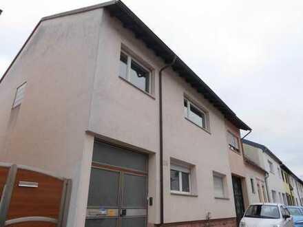 Gediegene Beletage! 4,5 ZK, zwei Bäder, Balkon, Dachterrasse, Garage