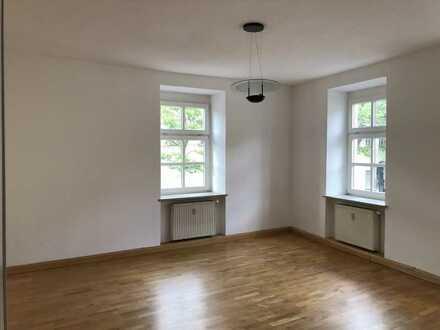 Stilvolle, vollständig renovierte 3-Zimmer-Wohnung mit EBK in Berg am Laim, München