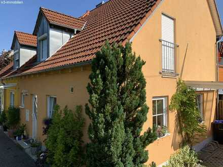 Elegante DHH mit Garten in ruhiger Wohngegend