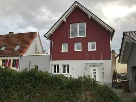 Großzügiges, sehr hochwertiges Haus mit 9 Zimmern in Rhein-Neckar-Kreis, Laudenbach