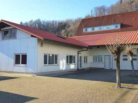 Halle, Werkstatt, Büroräume, gr. Freifläche u. eine Werkswohnung -zentral gelegen.