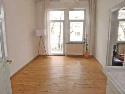 5653 - Klassische Altbauwohnung mit 2 Balkonen in der Oststadt!