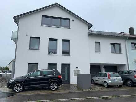 Tolle 5 Zimmer Maisonette Wohnung mit 2 Bädern, EBK, Balkon, Garage und Stellplätzen