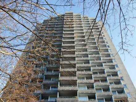 Helles Apartment mit Balkon im Europahochhaus zur Miete