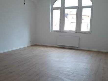 Stilvolle 3-Zimmer-Altbauwohnung mit ca. 110 m² Wfl., komplett saniert, Nähe S-Bahn Ledermuseum
