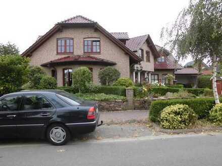 Großzügiges Einfamilienhaus mit Doppelgarage u. Carport