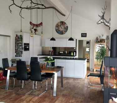 Luxuriöse DG-Wohnung im Penthouse-Stil zentral in Waldkirch – Blick auf Kastelburg, Elz und Kandel