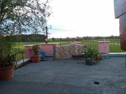 Biete Zimmer in kleinem Dorf im Allgäu und mir in ner 2 er WG in meinem Haus. Sehr Ruhige lage. Auto