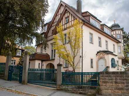 RE/MAX+++Exklusiv Wohnen in Loschwitz+++ 5-Raum-Wohnung mit Garten und Stadtblick+++193m²+++