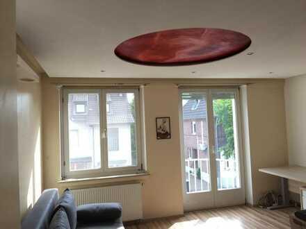 Helles 24 qm WG-Zimmer mit Balkon, Sonnenterasse, 15 Minuten zur Uni in Köln, Nähe U 18 Bahnstation