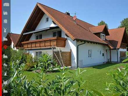 Platz für mehrere Generationen! Großzügiges Zweifamilienhaus mit gepflegtem Garten