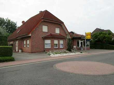 Schönes Einfamilienhaus mit Gewerbehalle und großem Grundstück.