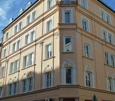 Lehel -- Erstbezug nach Sanierung: exklusive 3-Zimmer-Wohnung in bester Lage