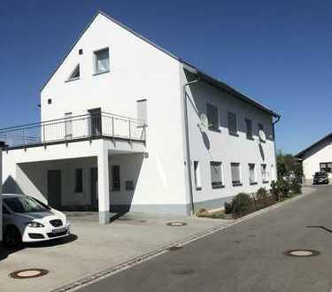 Großzügige und ruhige Doppelhaushälfte mit Gartenterrasse u. Dachterrasse nähe Stadtplatz Osterhofen