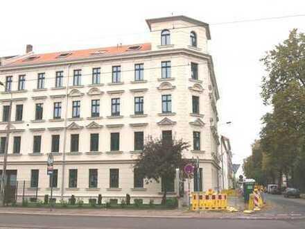 Genial! + Parkett + 28m² Wohnen & Küche + Fußbodenheizung + Wanne & Dusche + großer Balkon