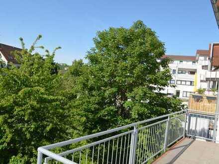 Schöne großzügige 2 Zimmer-Wohnung mit EBK und großem Balkon in Kelkheim-Mitte