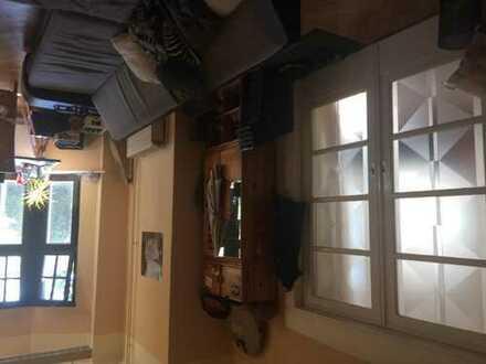 Möbliertes Wg-Zimmer in alter Stadtvilla zur Zwischenmiete (8er-Wg)