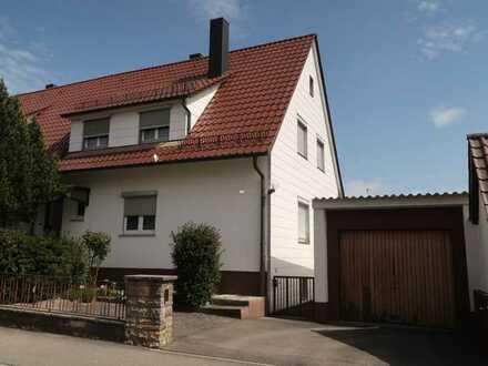 Doppelhaushälfte in ruhiger Halbhöhenlage mit großem Garten und Garage