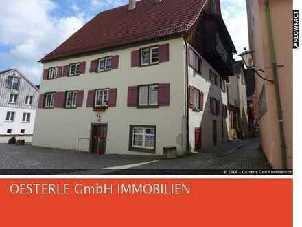 Sanierte 2-Zimmer-Wohnung mit Dachterrasse und Einbauküche im Zentrum vom Leutkirch.
