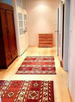 Stilvolle, möbilierte 3,5-Zimmer-Hochparterre-Wg in alter Villa mit Terasse und EBK in Weilheim Teck