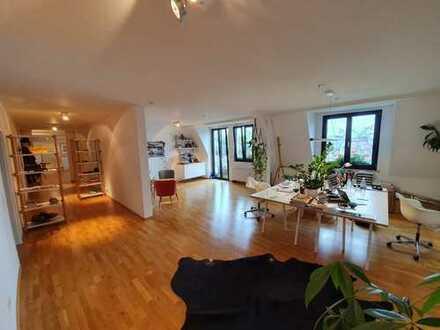 Großzügige 3 Zimmer Wohnung mit sonnigem Balkon