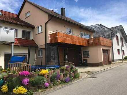 Sonniges ruhig gelegenes Haus in Nufringen mit einer außergewöhnlich großen Garage- und Nutzfläche.