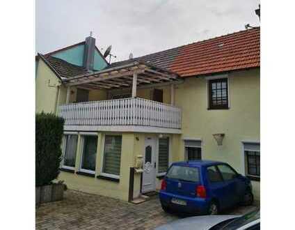 Zwei gepflegte Wohnhäuser auf einem Grundstück