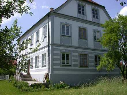 Nähe Kaufering: Historischer Pfarrhof