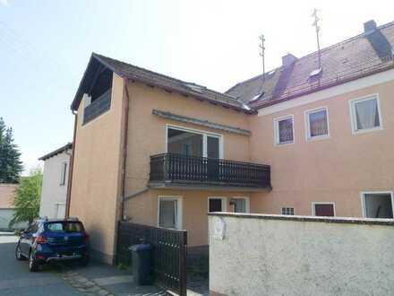 Schöne Obergeschoss- Wohnung mit Balkon
