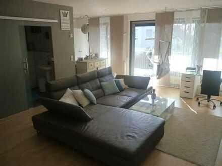 Helle, modern möblierte 1 – Zimmer Wohnung mit Balkon & TG Platz in Kornwestheim zur Zwischenmiete