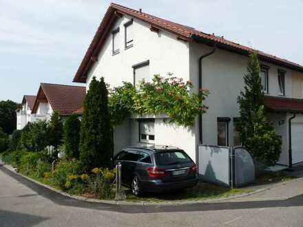 Doppelhaushälfte mit Hausgarage, Kaminofen und Einbauküche
