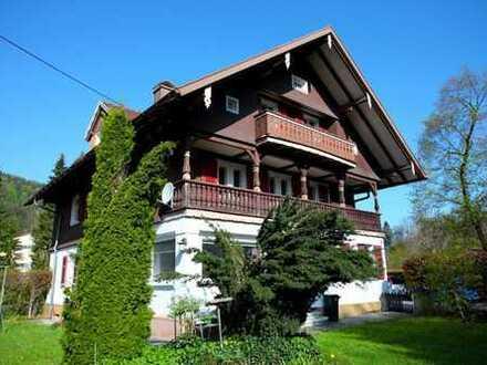 VIEL RAUM FÜR DIE GANZE FAMILIE - Ehemalige Unternehmer-Villa aus dem Jahr 1922