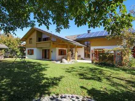 Großzügiges Landhaus mit Einliegerwohnung und Swimmingpool, 4 km nördlich von Traunstein.
