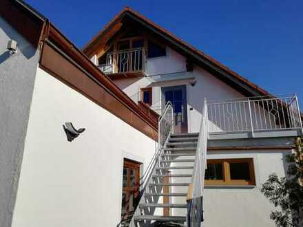 Helle, freundliche Maisonette-Wohnung in Zweifamilienhaus, 1.100 €, 114 m², 3,5 Zimmer,